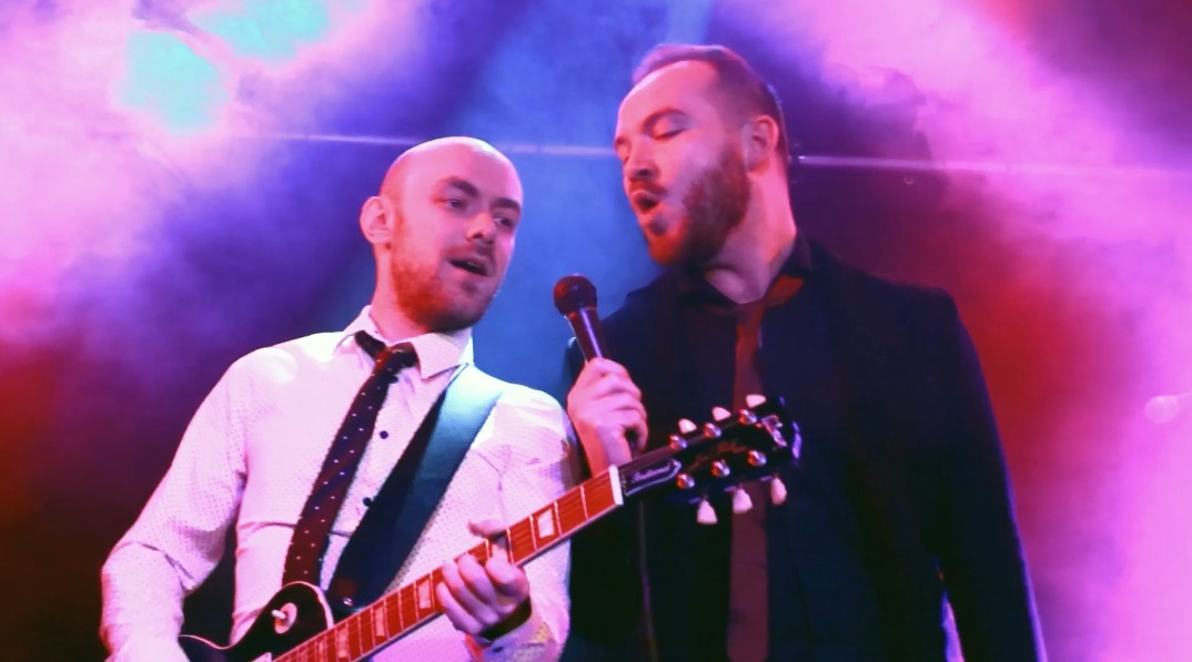 Wedding Band Singer and Guitarist in Brierley Hill
